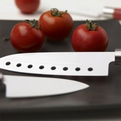 couteau santoku avec revêtement en céramique indispensable dans votre cuisine